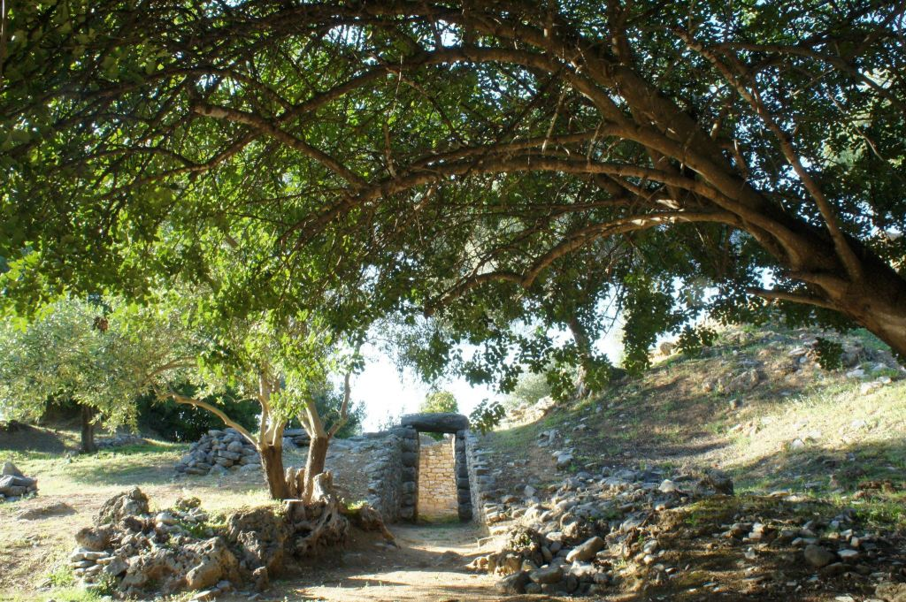Tholos Tomb at Nichora. Photo by Joni Martini