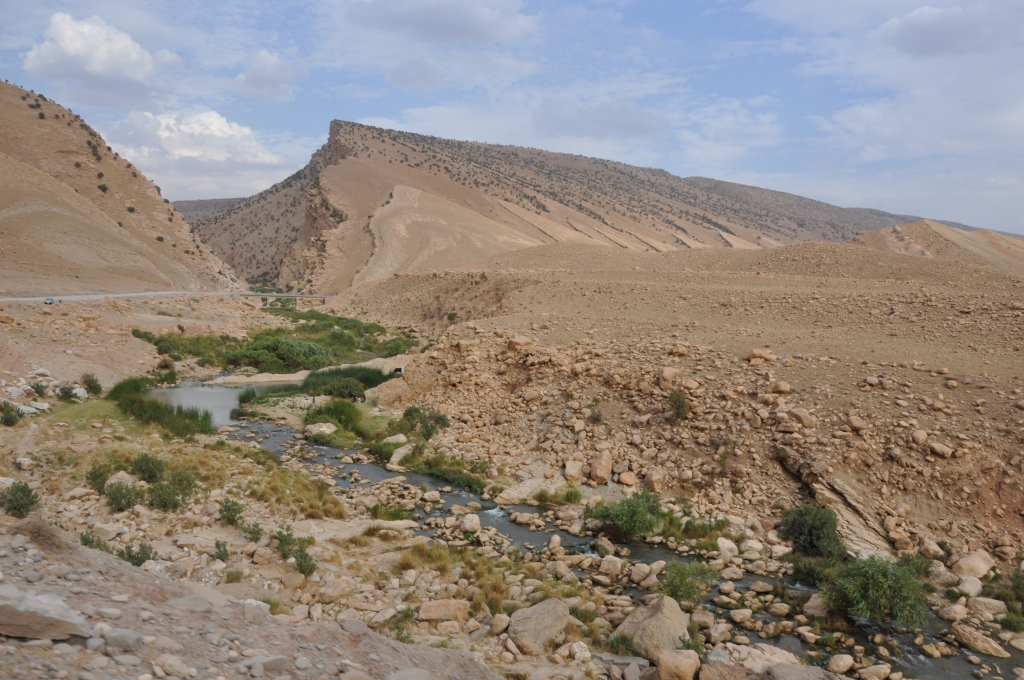Figure 2. The Basira (or Deleuzhe) pass through the Qara Dagh range