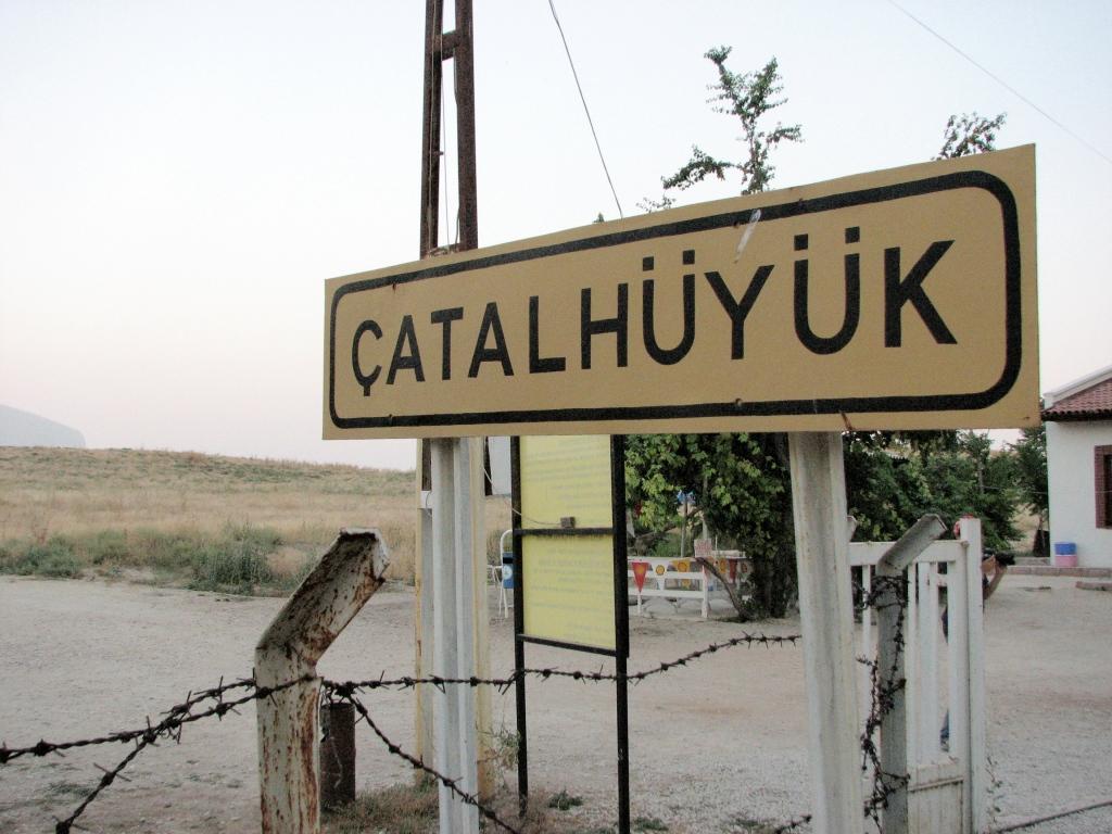 "Sign that says ""Çatalhöyük"""