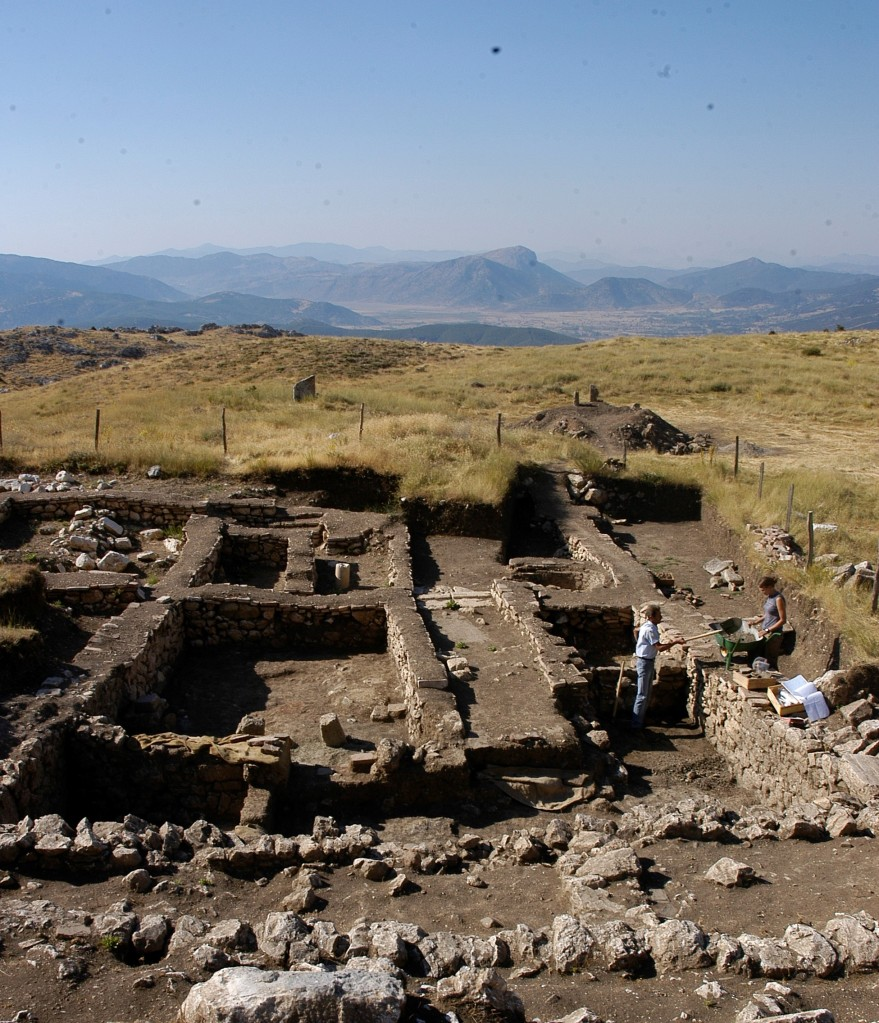photo of the excavations of the pottery workshop at Sagalassos. The remains of the building are limited to the stone foundations of several distinct rooms.